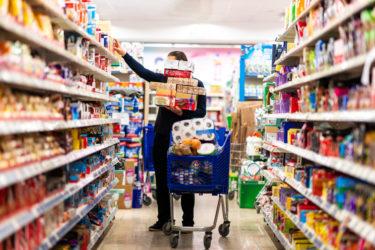 付属品を売って利益率を高めたい経営者、売りたくない販売員